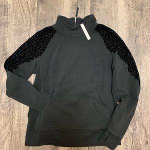 Lululemon flocked pullover sweatshirt. Size 12